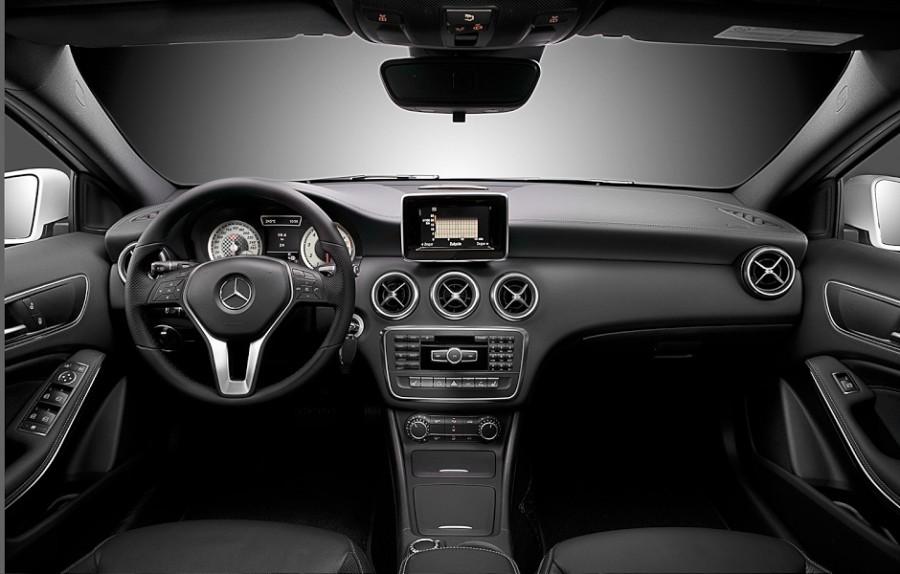 zdjęcia samochodów, foldery reklamowe, fotografia motoryzacyjna, salon Mercedesa