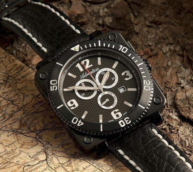 001-zegarek na tle mapy i kory