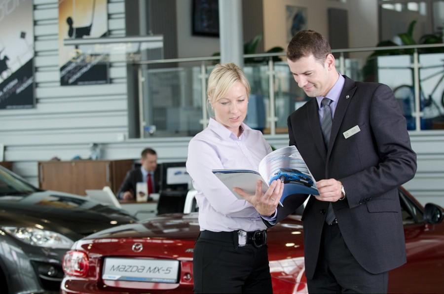 002-obsluga klienta salon samochodow mazda