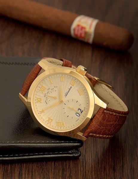 004-fotografia reklamowa zlotego zegarka na biurku z cygarem i portfelem