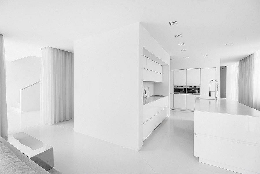 006-jasne przestronne wnetrza nowoczesnego domu