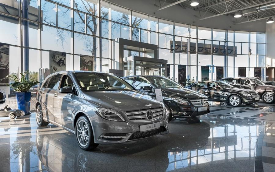 Wnętrze salonu samochodowego Mercedes Wróbel Opole