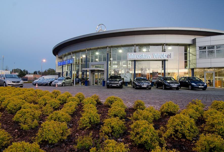 012-salon samochodowy mercedes - wnetrza architektura